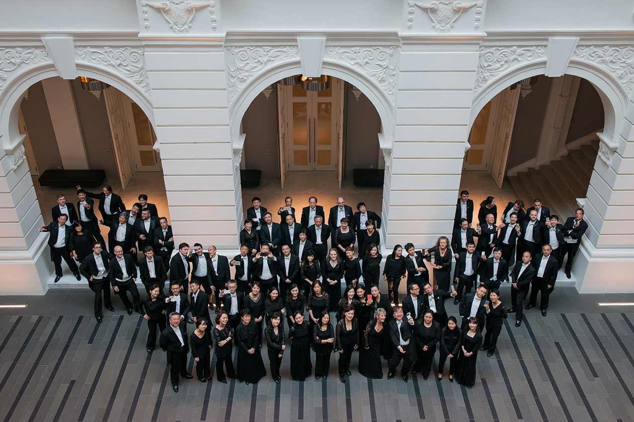 Group Portrait photography, Victoria Concert Hall, Singapore Symphony Orchestra, classical musicians, selfie